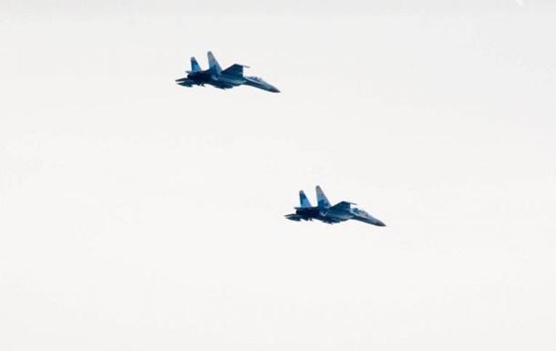 В МВД рассказали, почему над Харьковом летают истребители