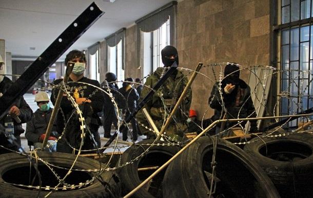 Донецкий горсовет призвал митингующих сдать оружие