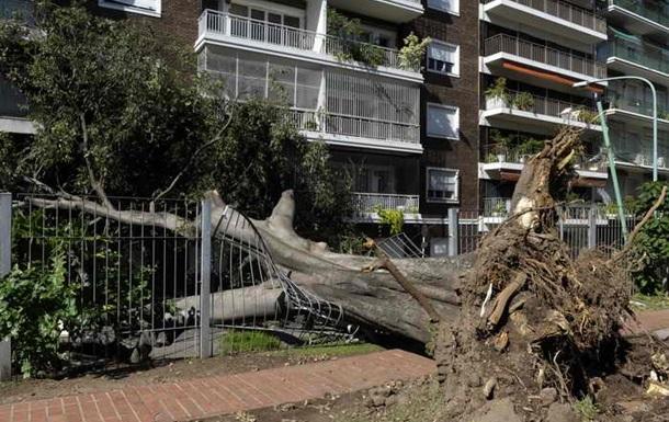 В Аргентине из-за сильнейшего шторма эвакуируют три тысячи человек