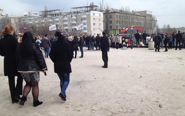 Вся плитка с площади у Донецкой облгосадминистрации ушла на баррикады