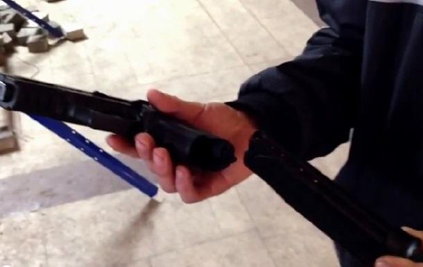 Чем вооружены митингующие, захватившие Донецкую ОГА. Видеоподборка