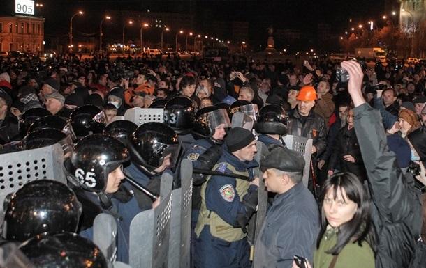 В суд Харькова доставили восемь задержанных активистов