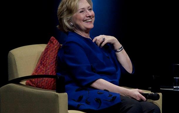 В Хиллари Клинтон жительница Лас-Вегаса бросила ботинок