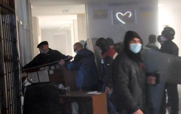 Захопили будівлю міськвідділу міліції в Слов янську застосовували сльозогінний газ - МВС