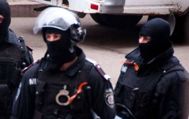 В Краматорске милиция с георгиевскими ленточками на груди охраняет исполком