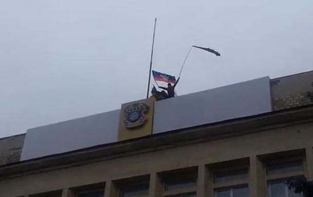 Над зданием исполкома Краматорска вывесили флаг Донецкой республики