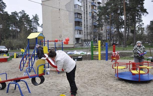 На день довкілля мешканці ДВРЗ взялися за пензлі