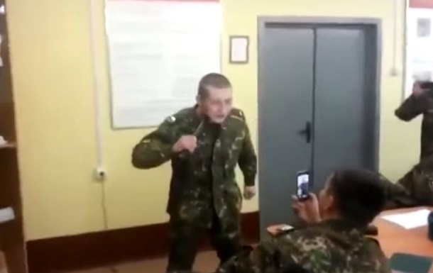 Российский спецназовец проверил на себе действие электрошокера