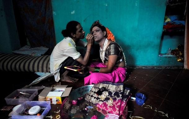 Суд в Индии признал трансгендеров людьми третьего пола