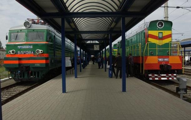 Около 150  титушек , которые ехали на поезде из Крыма в Луганск, сошли в Донецкой области - МВД