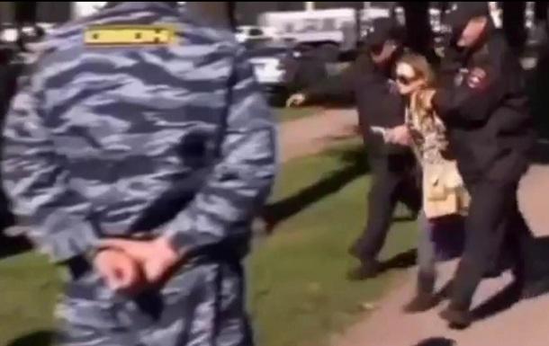 В Сети набирает популярность клип на песню Пугачевой с кадрами протестных акций