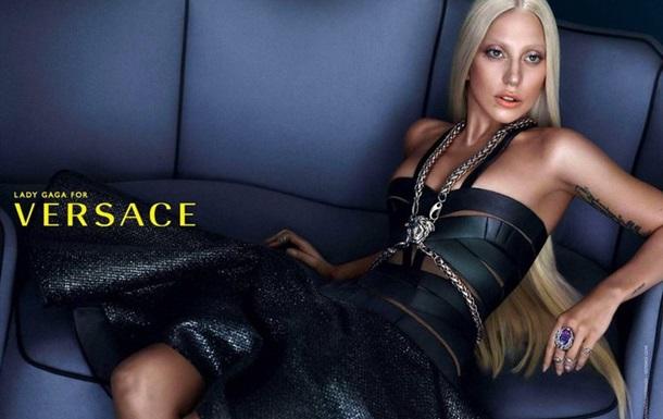 В Сети появились фото Леди Гаги для рекламы Versace без фотошопа