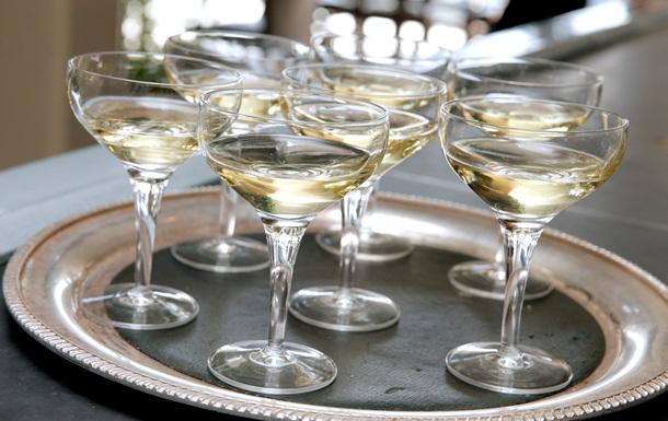 Умеренное потребление алкоголя помогает карьере - ученые