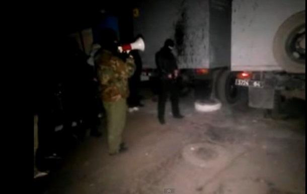 В Мариуполе неизвестные штурмуют часть внутренних войск