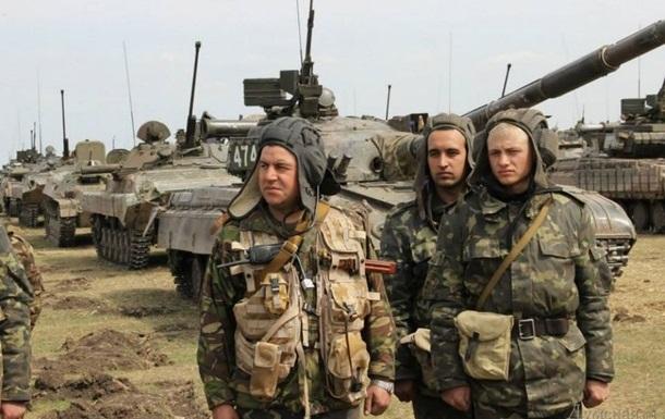 Турчинов подписал закон об усилении материально-финансового обеспечения военных