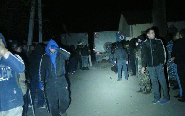 У 90% задержанных возле воинской части в Мариуполе были проблемы с законом – МВД