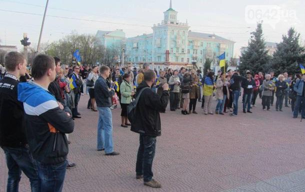 На митинге в Луганске активисты собирали продукты для военных