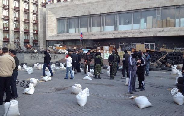 В Донецке активисты возле администрации разогнали журналистов, ожидавших Тимошенко
