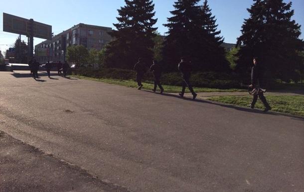 В Мариуполе сотрудники ВВ освободили здание горсовета от захватчиков