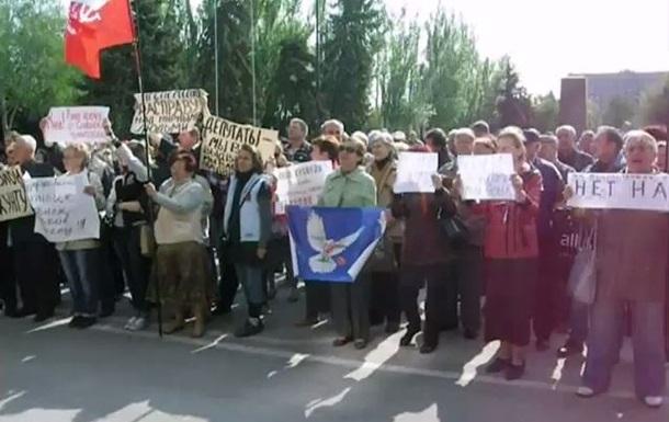 В Николаеве около сотни сторонников федерализации пикетируют горсовет