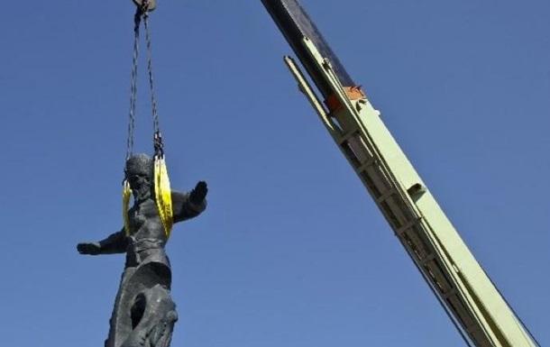 В Севастополе демонтировали памятник гетману Сагайдачному