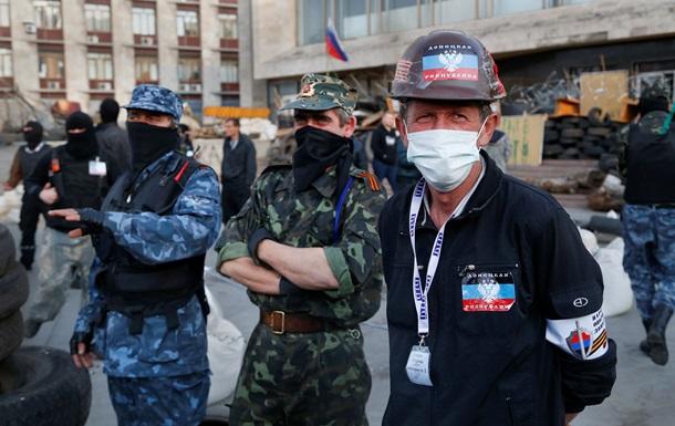 У Донецкой ОГА проходит митинг в поддержку референдума