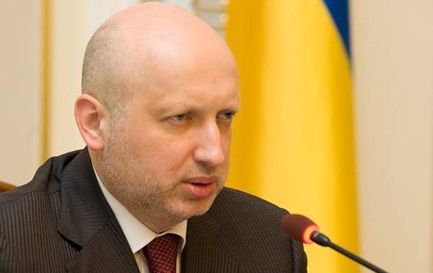 Турчинов призвал мужчин вступать в ряды милиции и СБУ