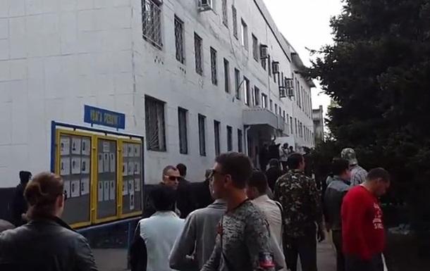 В Красноармейске захватили горотдел милиции