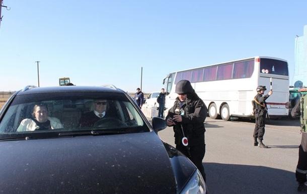 Российский ОМОН заблокировал дорогу в Армянск, движение приостановлено - Госпогранслужба