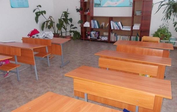 В школах и детсадах Донецкой области приостановили занятия