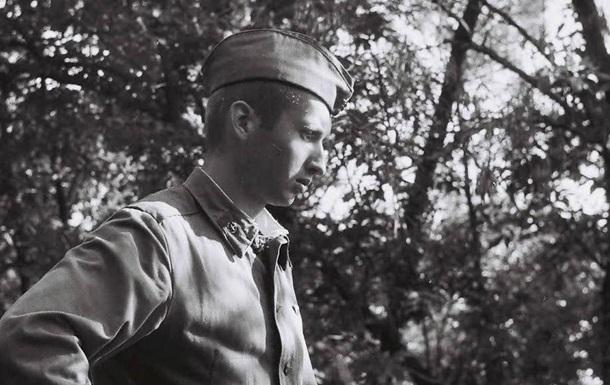 Турчинов обнародовал свои армейские фото