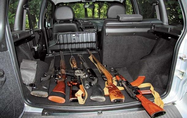 Автосалоны на Востоке Украины создают самооборону для защиты от вооруженных банд