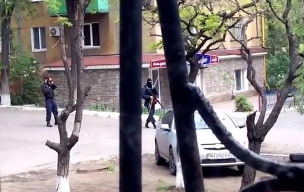 У горотдела МВД в центре Мариуполя идет стрельба - СМИ