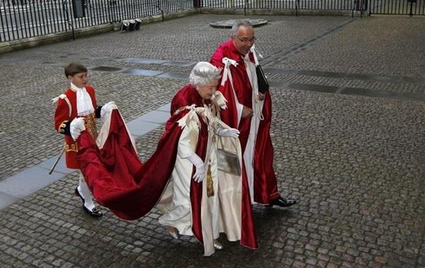 Елизавета II не пришла на заседание рыцарей из-за высоких ступеней