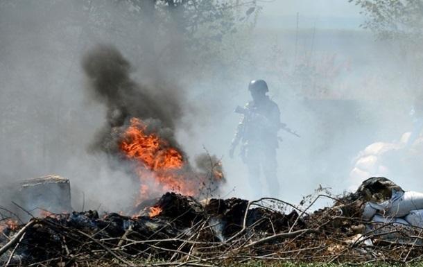 На окраине Славянска слышна стрельба и взрывы снарядов