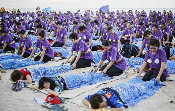 Расслабляющий рекорд. На Бали провели сеанс массажа для тысячи человек