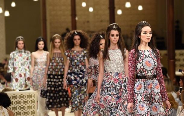 Платья Шахерезады. Chanel представил круизную коллекцию в Дубае