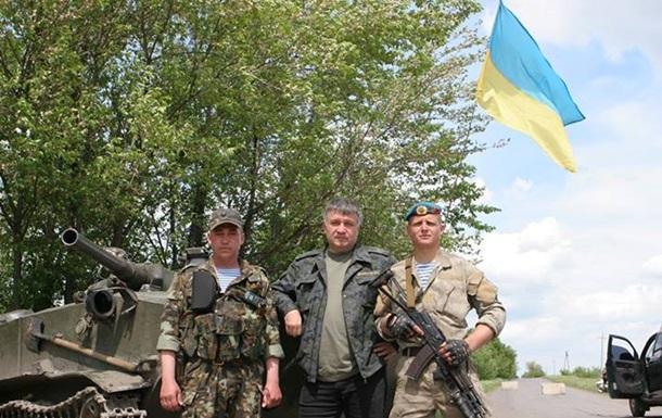 С местными ладим. Аваков рассказал о своей поездке на блокпосты в Луганской области
