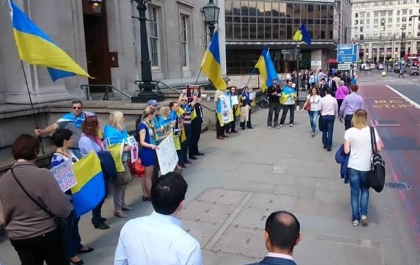 Украинцы в Лондоне пикетировали Российский инвестиционный форум
