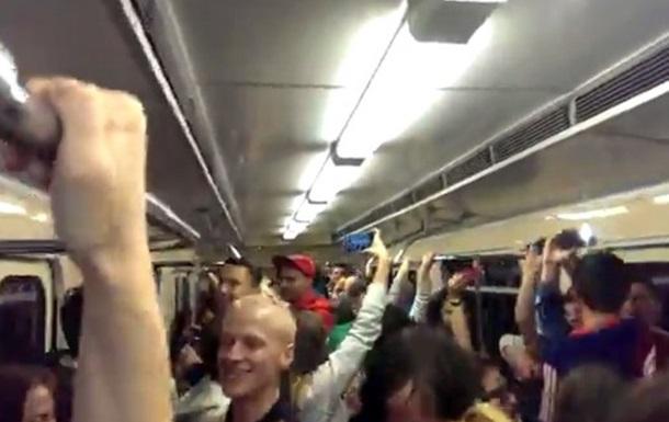 Кто не скачет, тот москаль!  В киевском метро прошел флешмоб