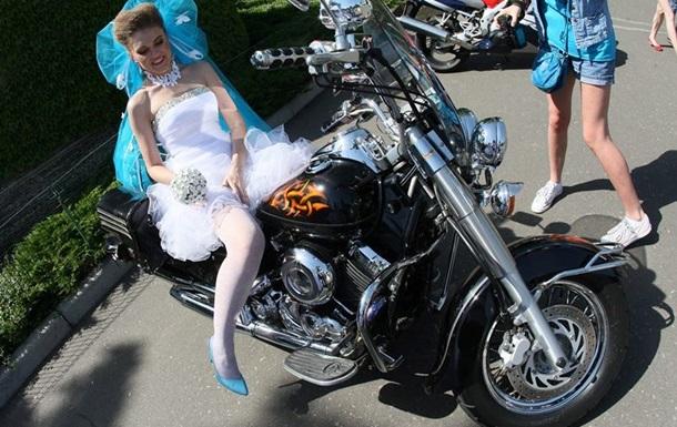 В неспокойном Донецке прошел Парад невест