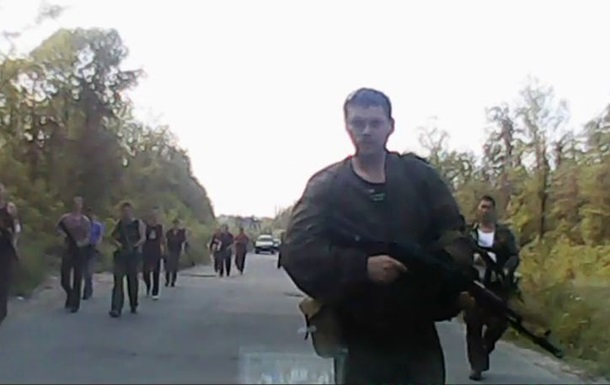 В Луганской области вооруженные люди разгуливают по дорогам