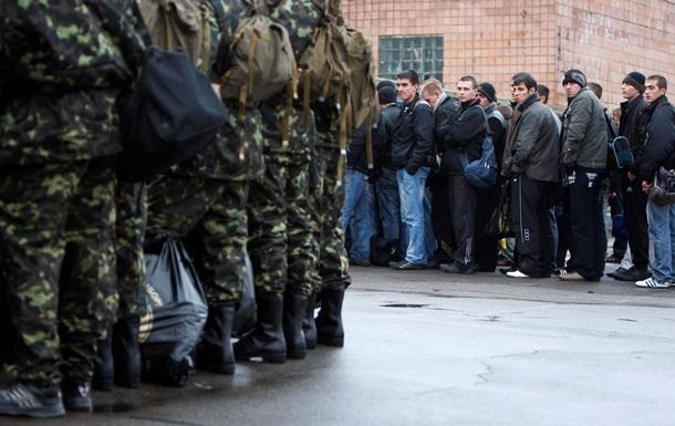 Солдат-срочников задержат на службе еще на полгода