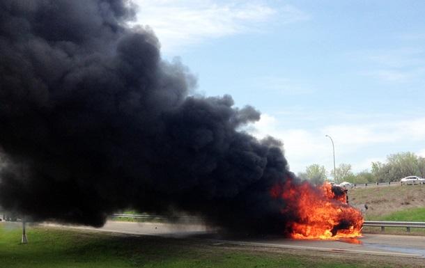 В США во время движения загорелся школьный автобус