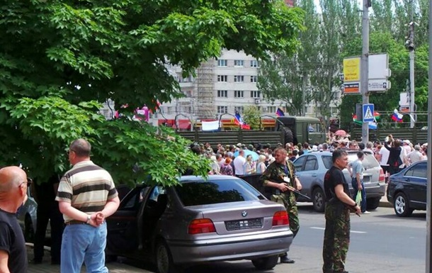Участники митинга в Донецке двинулись к резиденции Ахметова - СМИ