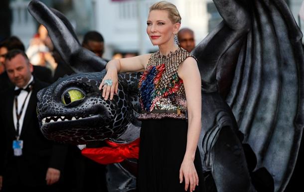 В шелках и чешуе дракона. Самые яркие образы красных дорожек 67-го Каннского кинофестиваля