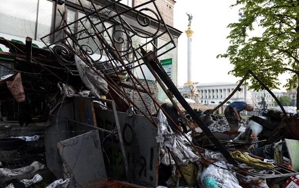 Баррикады и палатки на Майдане разберут в День Киева – сотник