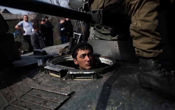 В сторону Мариуполя движется колонна украинской бронетехники – СМИ