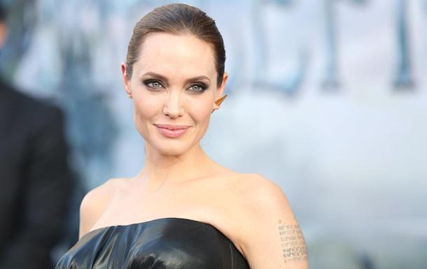 Анджелина Джоли перестанет сниматься после роли Клеопатры