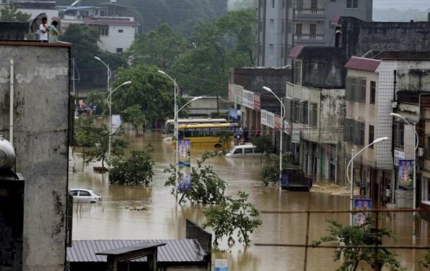 В Китае из-за наводнений пострадали почти десять миллионов человек